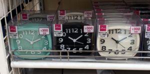 ダイソー目覚まし時計300円カラー